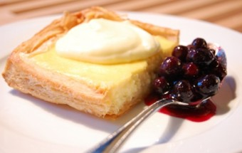 Tarte au fromage with lemon cream and blueberry compote