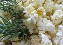 Popcorn with ROSEMARY-INFUSED OIL