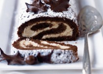 Chocolate roulade with chocolate-chestnut cream
