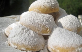 Greek Snowballs Kourabiedes