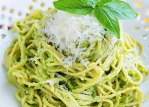 Wholewheat spaghetti and avocado sauce