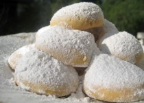 Greek Snowballs Kourabiedes